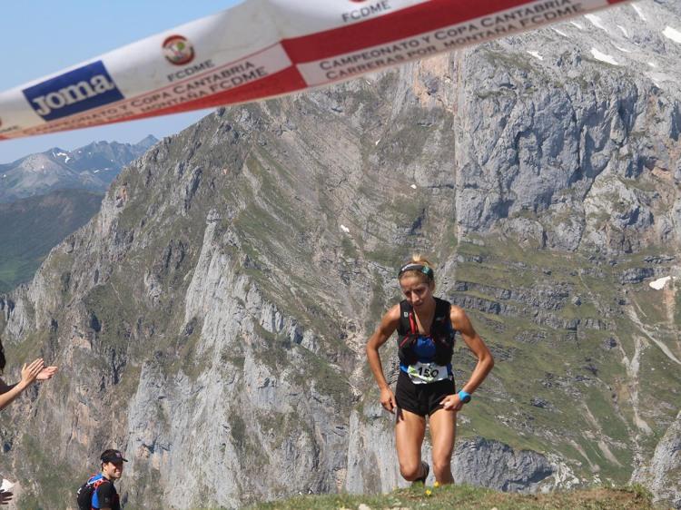 Paula Cabrerizo a punto de convertirse campeona de España de Km Vertical 2015 en Fuente Dé.