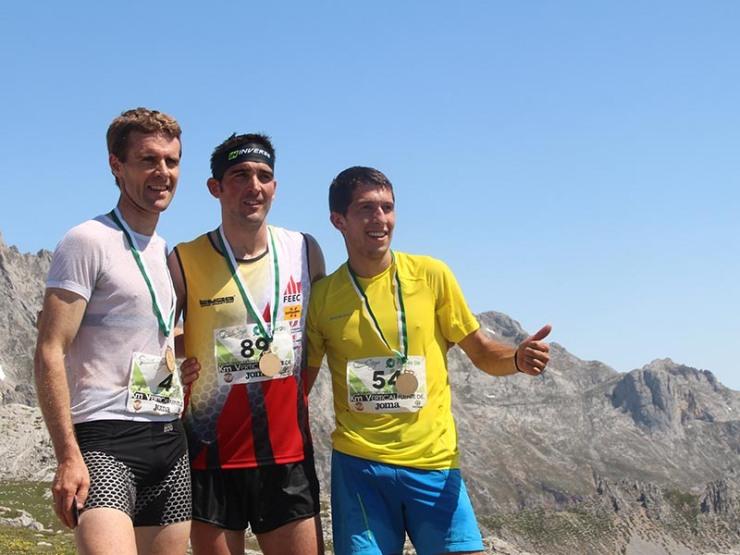 Aitor Osa, Jessed Hernández y Manuel Merillas en la cima de Fuente Dé